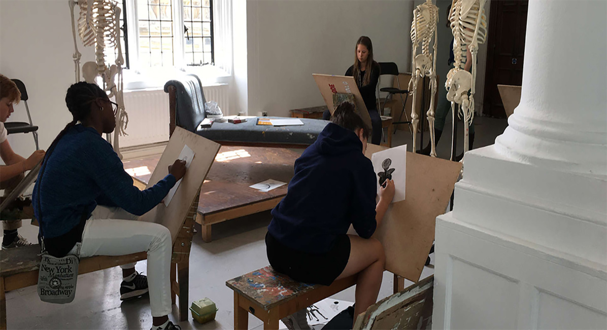 Students during studio arts summer course with Oxbridge