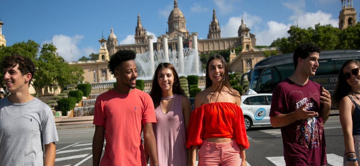Students enjoy a walk to in Barcelona with Oxbridge Academic Programs