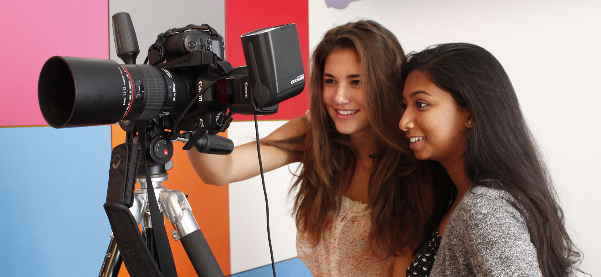 During their summer academic program, Oxbridge students are practicing photography with professional equipment