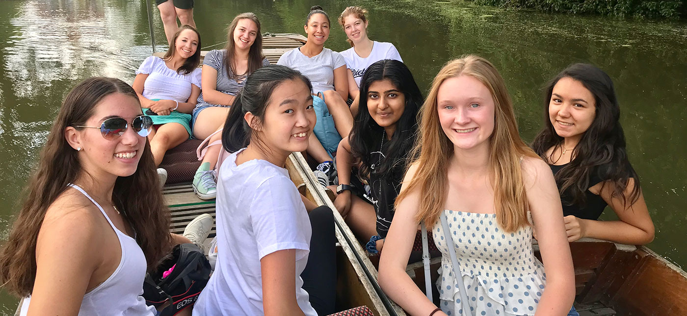 Students punting on the River Thames in Oxford, UK