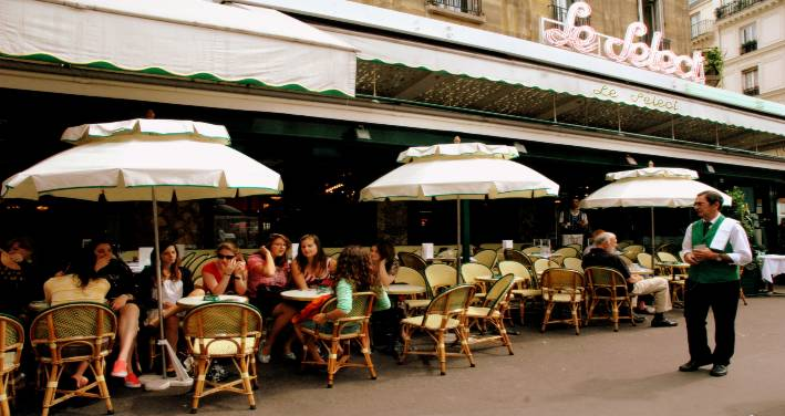 Le Select Restaurant, Paris outdoor seating view